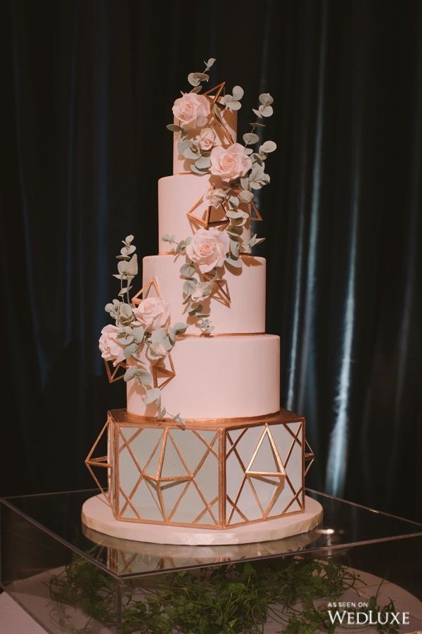 40 Eye-Catching Elegant Wedding Cake Ideas For Your Special Day 2021.